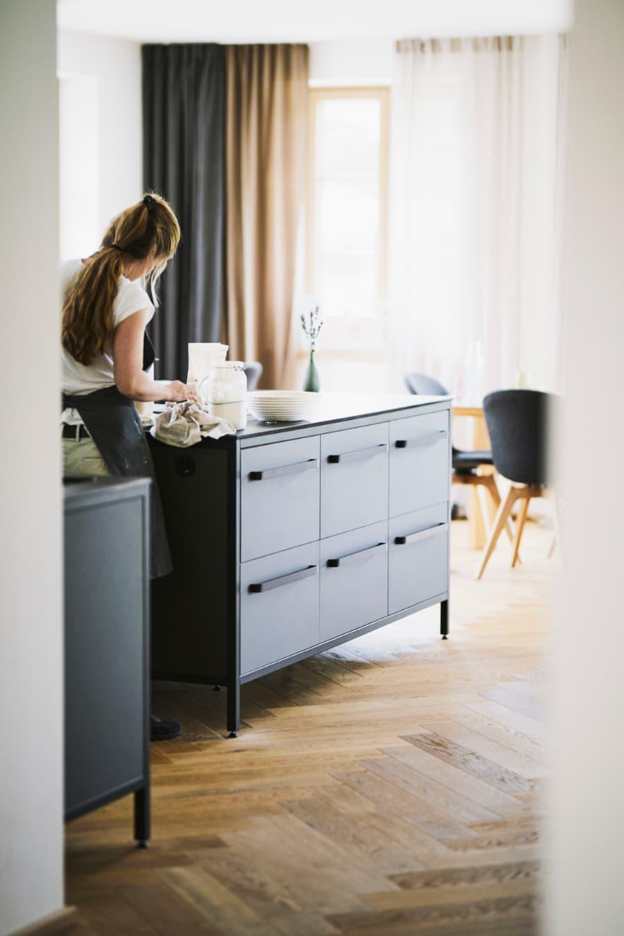 Kücheninsel-freistehend-keep-küche-mit-drei-modulen