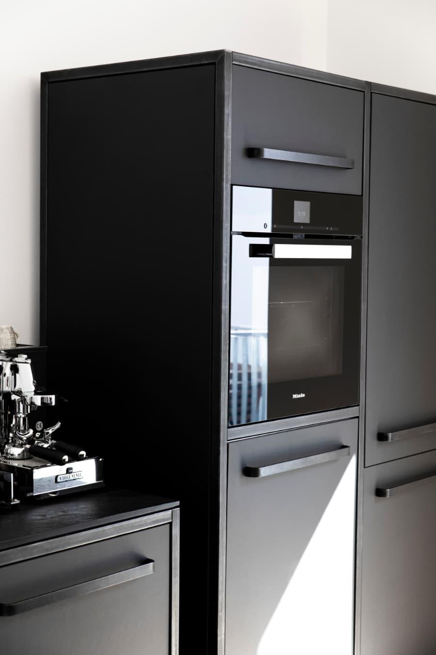 freistehender-Hochschrank-keep-Küchen-Stahlrahmen-mit-Linoleum-carcoal