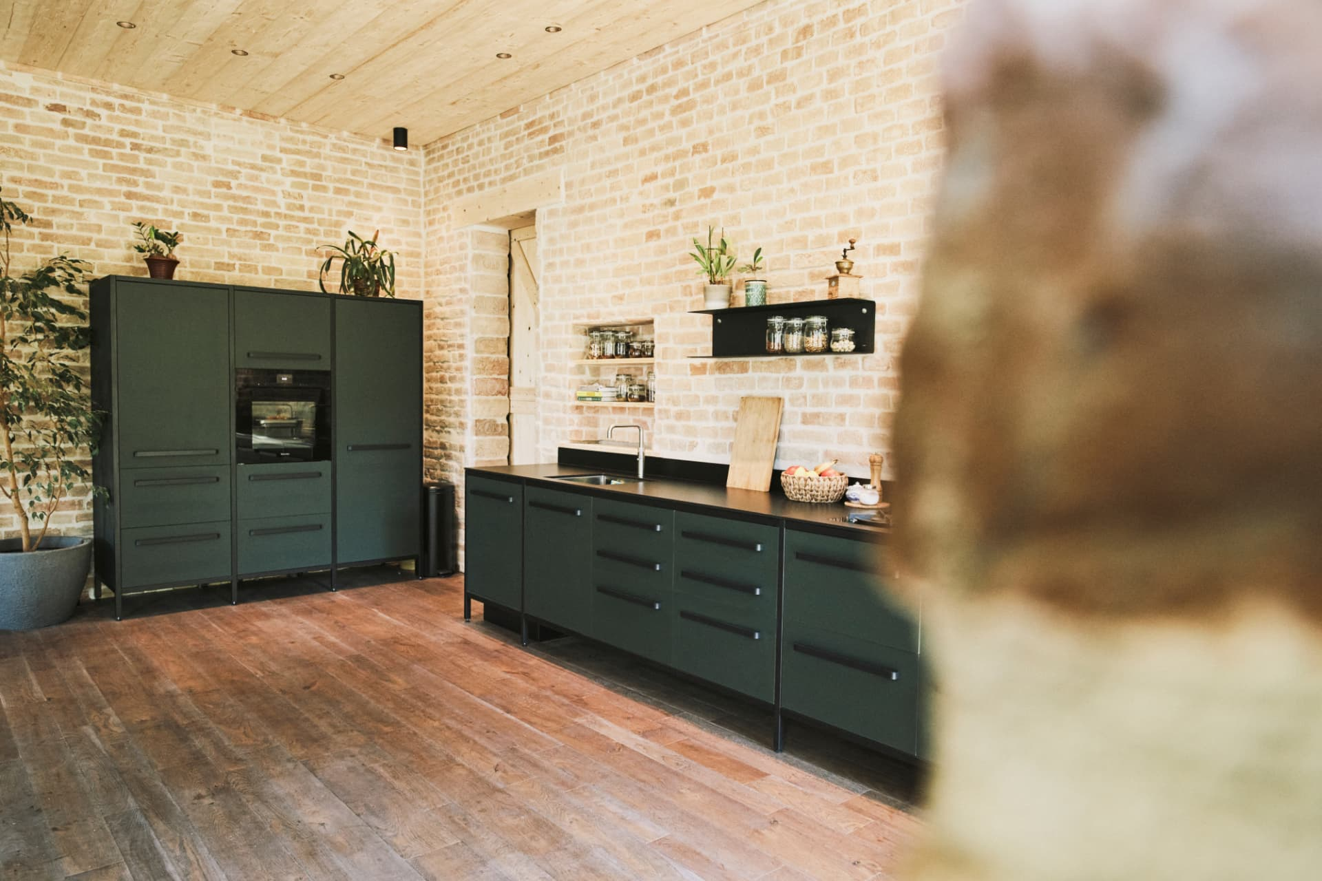 keep-Hochschrank-Linoleum-dunkelgrün