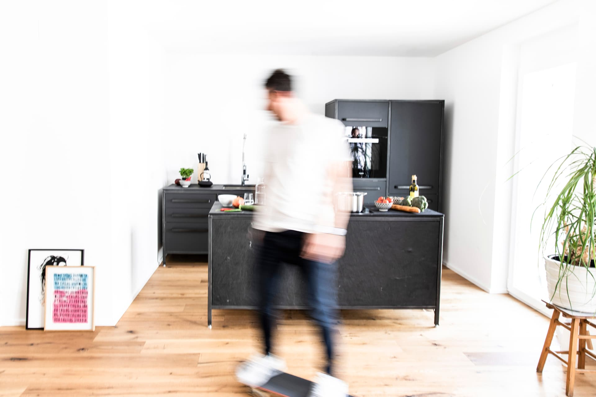keep-Küche-stahlrahmen-naturstein-schiefer-