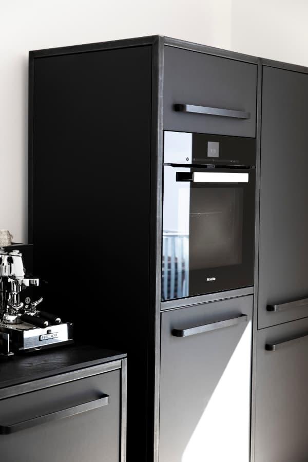 keep-Küchen-Hochschrank-carcoal-mit-Stahlrahmen